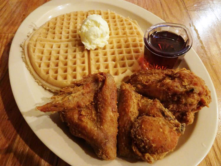 comer en los angeles Roscoes House Of Chicken Waffles