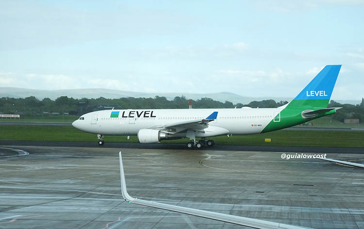 foto avion de level airbus a330